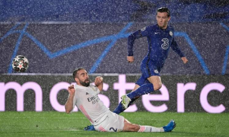 The rain disrupted Real Madrid 1-1 Chelsea.