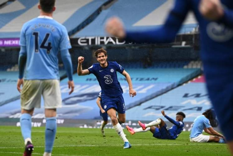 Marcos Alonso scored in stoppage time to seal a dramatic 2-1 win for the Blues. Credit | Shaun Botterill/Getty Images