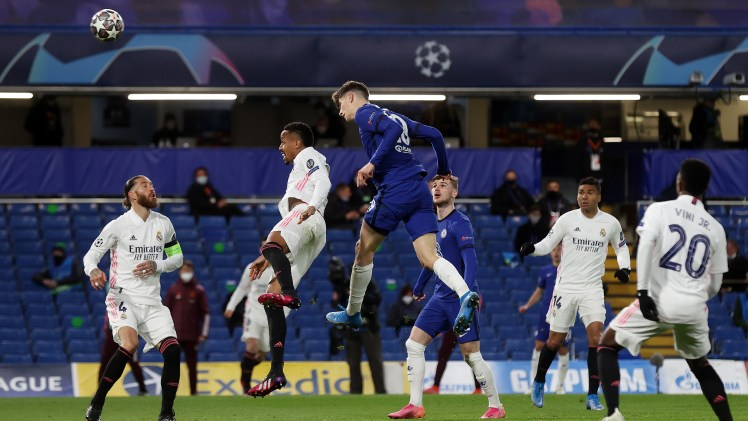 Kai Havertz almost makes it Chelsea 2-0 Real Madrid as he hits the bar.