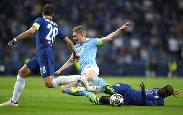 N'Golo Kante superbly intercepts the ball from Kevin de Bruyne.