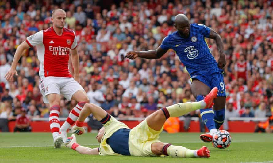 Lukaku puts Chelsea ahead against Arsenal. Photograph: Tom Jenkins/The Guardian