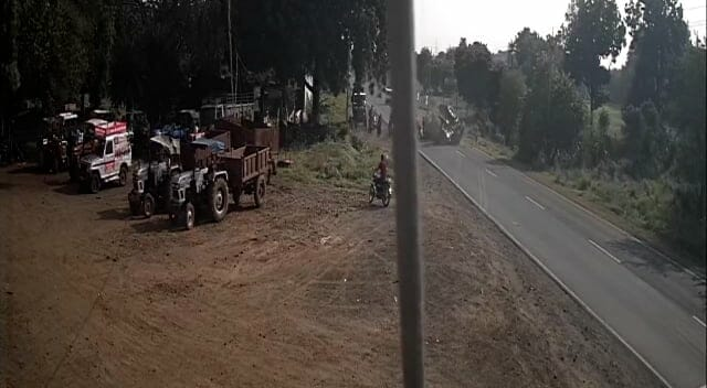 Tractor-trolley full of workers overturned, accident caught in CCTV