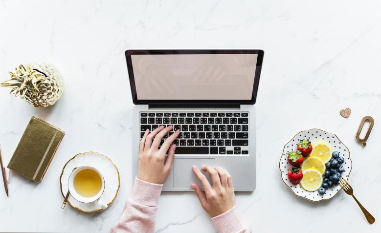 If are starting out blogging and what to know how to connect with brands and have affiliate links, I have some tips and favorite apps I use everyday.