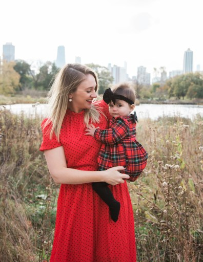Lincoln Park and Honeycomb photos for the holidays. This outdoor location makes a great location for family photos!