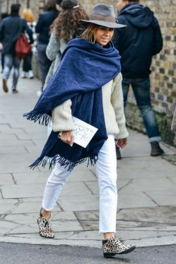 giant-blue-scarf