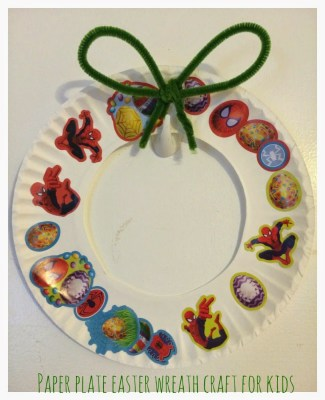 Paper Plate Sticker Wreath || The Chirping Moms