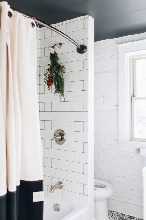 Christmas Decor in the Bathroom
