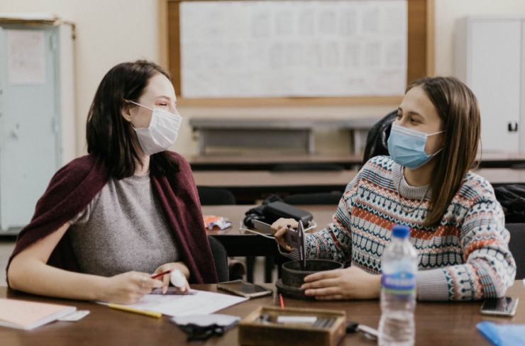 students in lab wearing masks