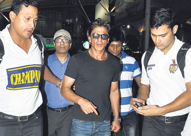 Shah Rukh Khan with his bodyguards