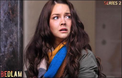Lacey Turner prend la tête de la série en interprétant Ellie, personnage capable de voir les fantômes...