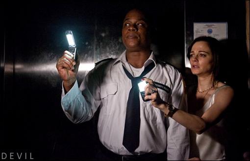 La fonction première d'un portable est donc bien de faire lampe torche ! J'en étais sûr !