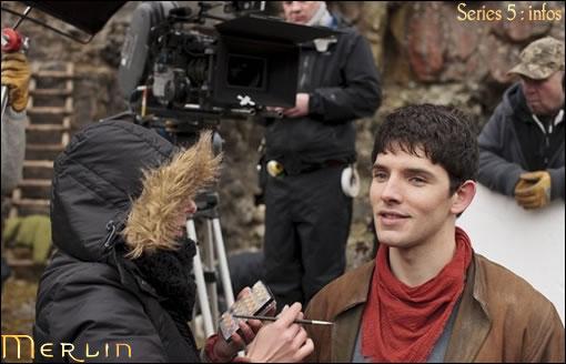 Colin Morgan (Merlin) sur le tournage de la saison 5