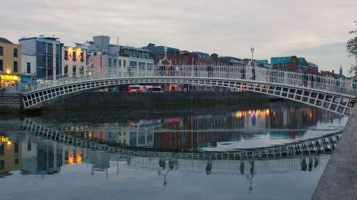 Ha'penny Bridge & River Liffey, Dublin, Co. Dublin, Ireland Photo Credit: Robert Linsdell (Flickr)