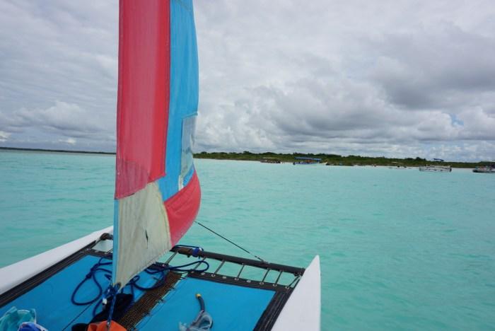 Zeilen over de prachtige lagune van Bacalar in Mexico