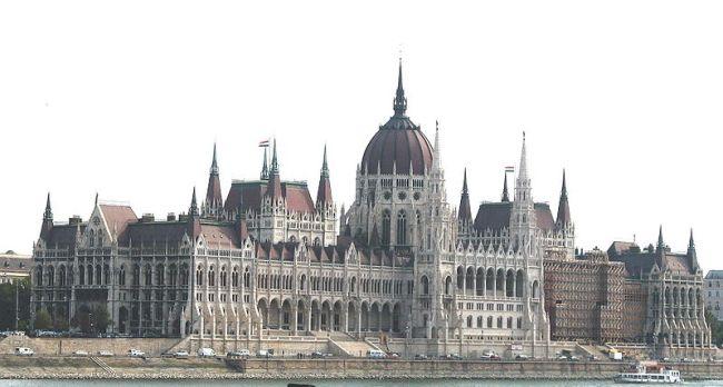 800px-Budapest.Parliament