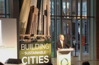 Mayor Bloomberg speaking at the Energy for Tomorrow conference (http://img.deusm.com/ubmfuturecities/2013/04/524869/125138_768947.jpg)