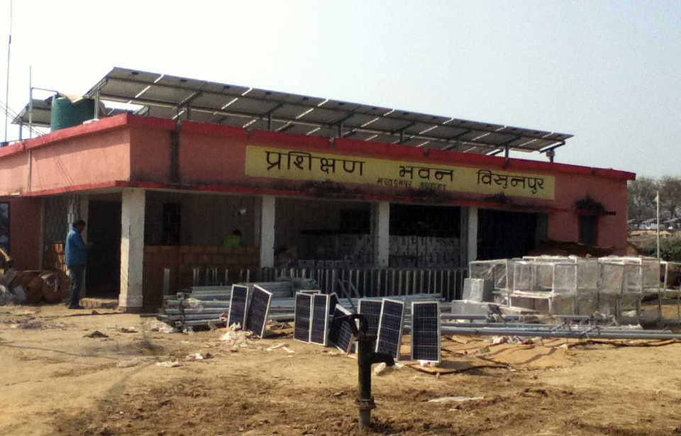 Installing solar in Bihar State, India. (Courtesy Chris Neidl)