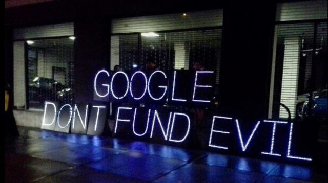 """""""Don't Fund Evil"""" protest at Google's NYC Moto X Launch Party (Photo: @ForcastFacts"""