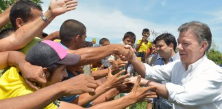 President Santos in meets locals in Sucre.