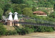 The Puente de Occidente over the Cauca River.