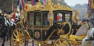President Santos and Queen Elizabeth II arrive at Buckingham Palace. (Photo Presidencia de la República)