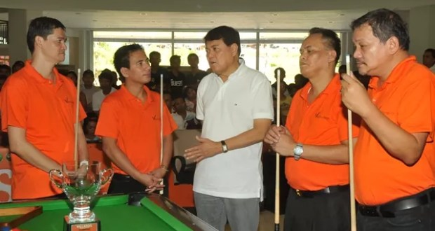 Villards Cup - Sen Manny Villar with the Filipino Billards Champs