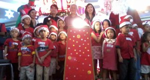 Kids with Mayor Lim and SM Execs at SM City Manila - Christmas 2012 Launch