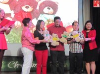 QC Councilor Anjo Yllana with other guests at the SM City Fairview Christmas Launch