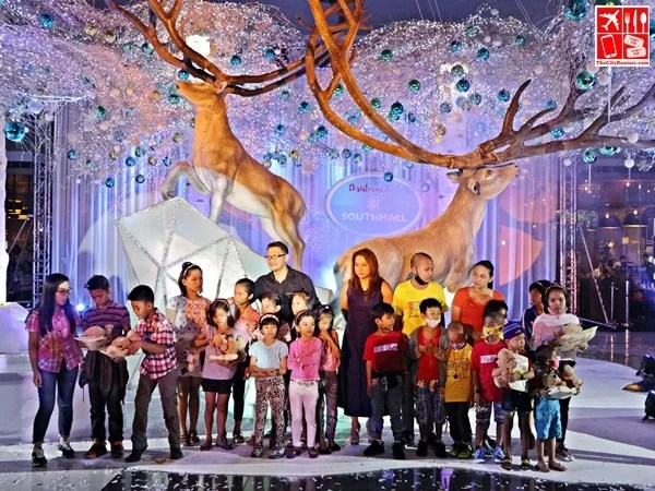 The cast of The Tale of the Winter Fairy with the SOS Children's Villages and Child Haus