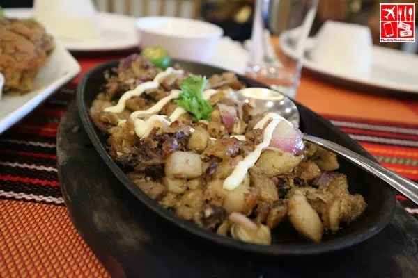 Sisig at Auntie Lola's