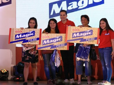 Raffle winners of Php10000 at the Magic Crackers Mobile App launch
