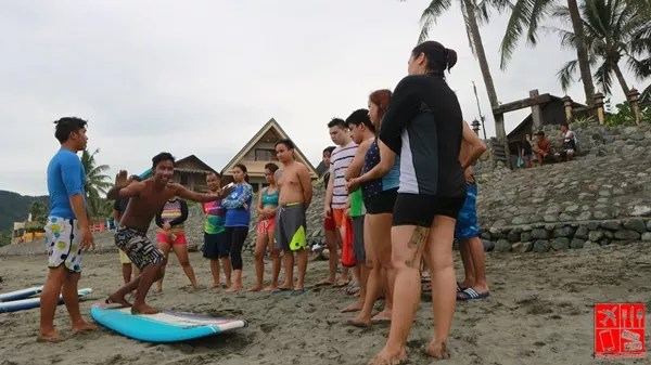 Instructors showing standing position on the surfboard