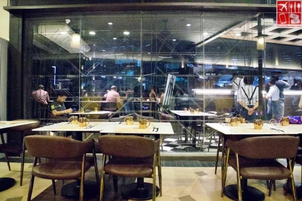 Pound by Todd English Eastwood Mall offers an intimate casual dining experience