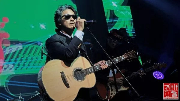 Ely Buendia performs at the Samsung Galaxy S9 and S9+ launch