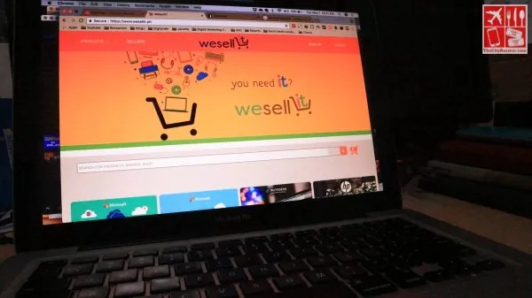 Browsing the WeSellIT e-commerce website