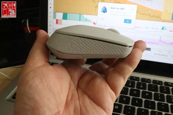 Groove patterns on the sides of the M100 makes it easy to hold