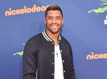 rs_1024x759-160516162923-1024-russell-wilson-kids-choice-awards2015