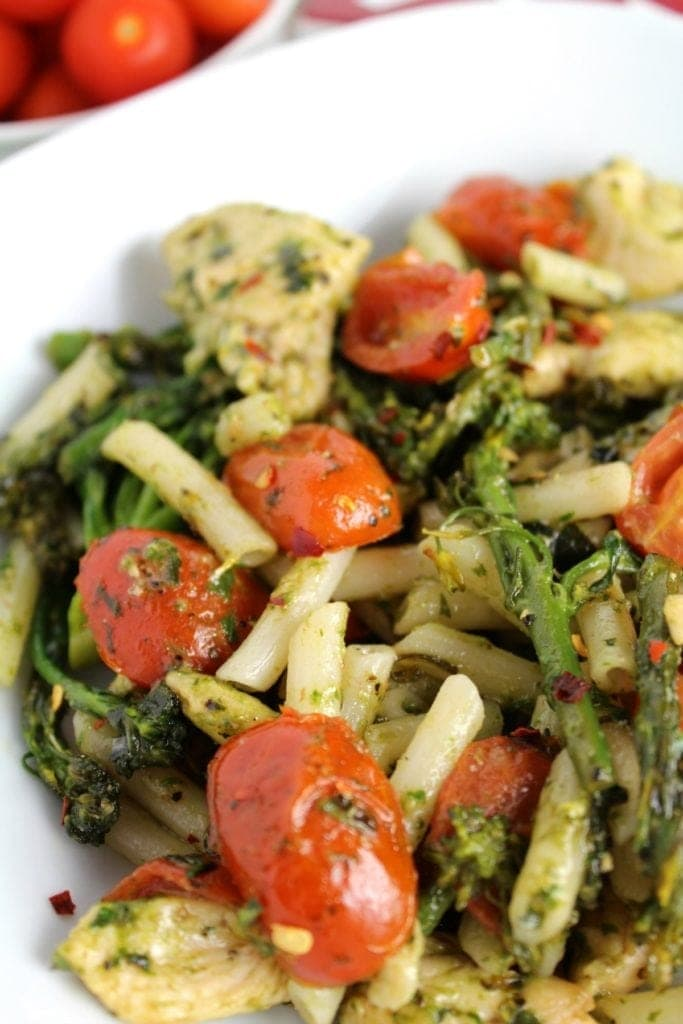 Looking for an easy, delicious dinner? Try this Chicken Broccolini Pesto Pasta! Made with gluten free quinoa penne, it's such a treat!