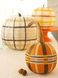 http://www.goodhousekeeping.com/home/decorating-ideas/g240/natural-halloween-decorations/#ixzz2fSPGhttc&i
