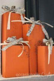http://www.occasionallycrafty.com/2010/10/one-last-fall-craft-2x4-pumpkins.html