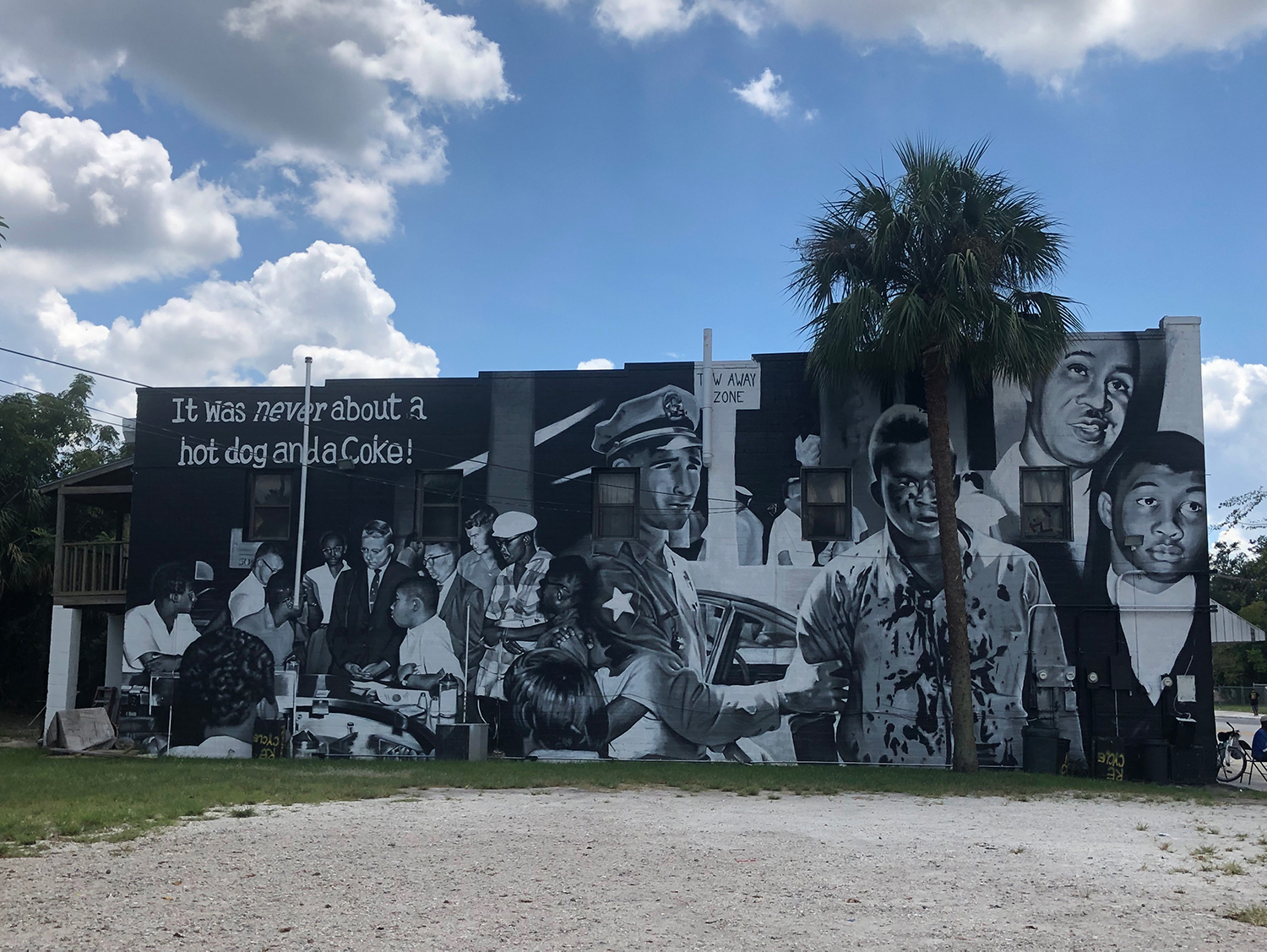 """MURAL SPOTLIGHT: """"Hope and History"""" by Local Students"""