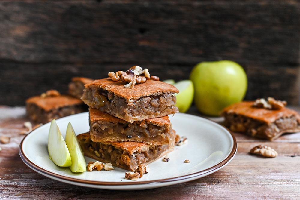 Prăjitură cu foi fragede și mere