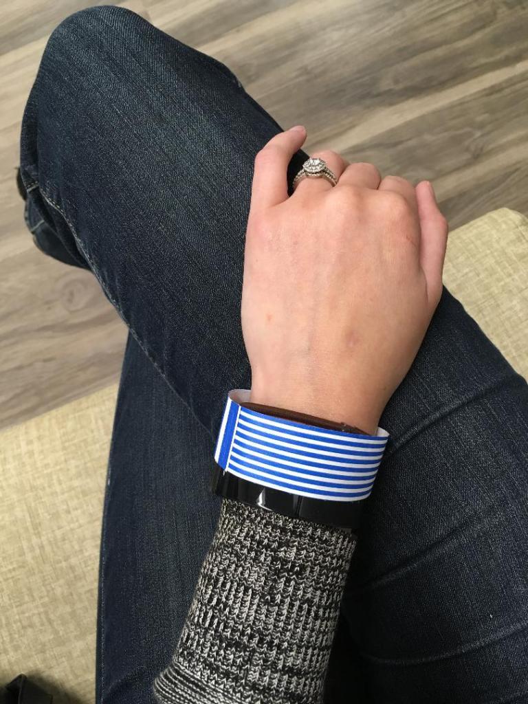 hospital wrist band