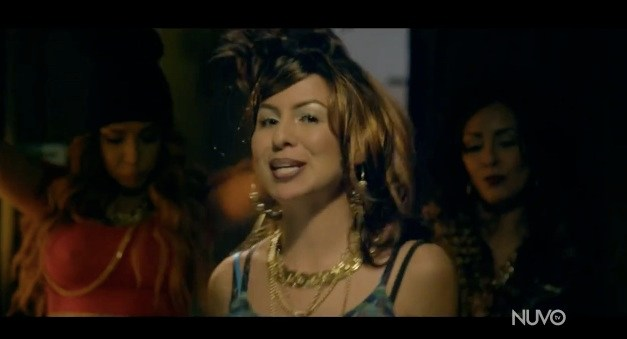 "Anjelah Johnson as Bon Qui Qui with Tammy in ""No Boyfren"" music video"