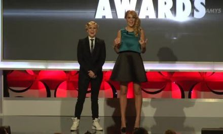 Here are your 2014 Streamy Award winners, hosted by Grace Helbig and Hannah Hart
