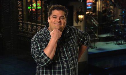 "CBS orders sitcom ""Me, Myself & I"" starring SNL cast member Bobby Moynihan"