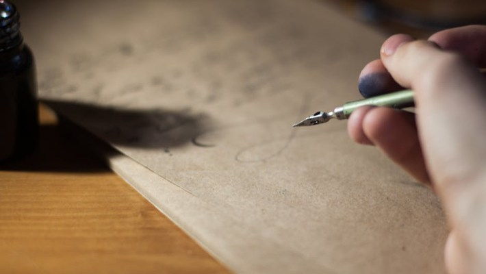 Make sure your query letter is personalized if you want to land a publishing deal and and agent.