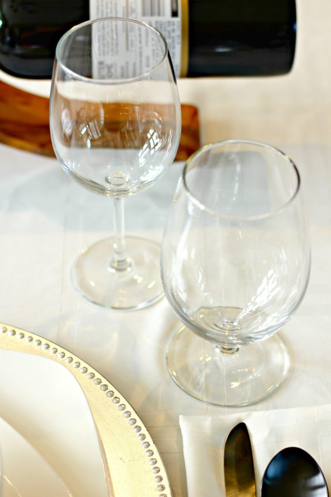 How to Set an Informal Table ~ The table setting may be called informal, but it doesn't lack for elegance in its simplicity ~ The Complete Savorist