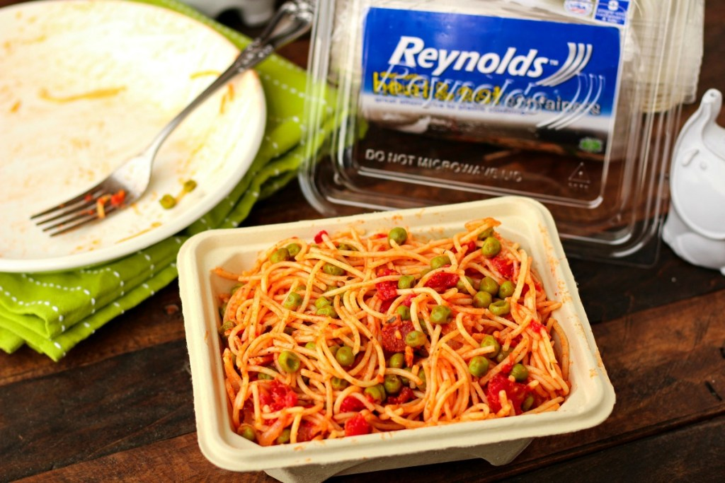 Angel Hair with Bacon and Peas ~ From ingredients to dinner in about 15 minutes, Angel Hair with Bacon and Peas is simple yet satisfying ~ The Complete Savorist #ReynoldsHeatandEat ad