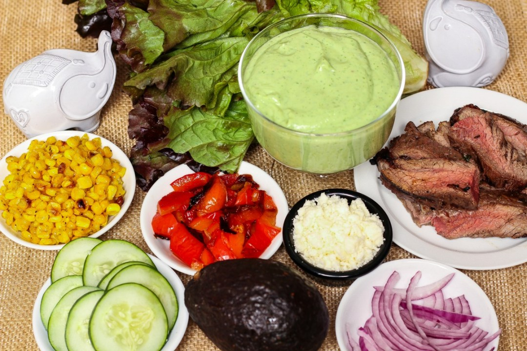 Mexican Steak Salad in a Creamy Avocado Dressing ~ Greens, carne asada, and other goodies lavishly coated in creamy avocado dressing ~ The Complete Savorist #VidaAguacate #EchaleChallenge ad